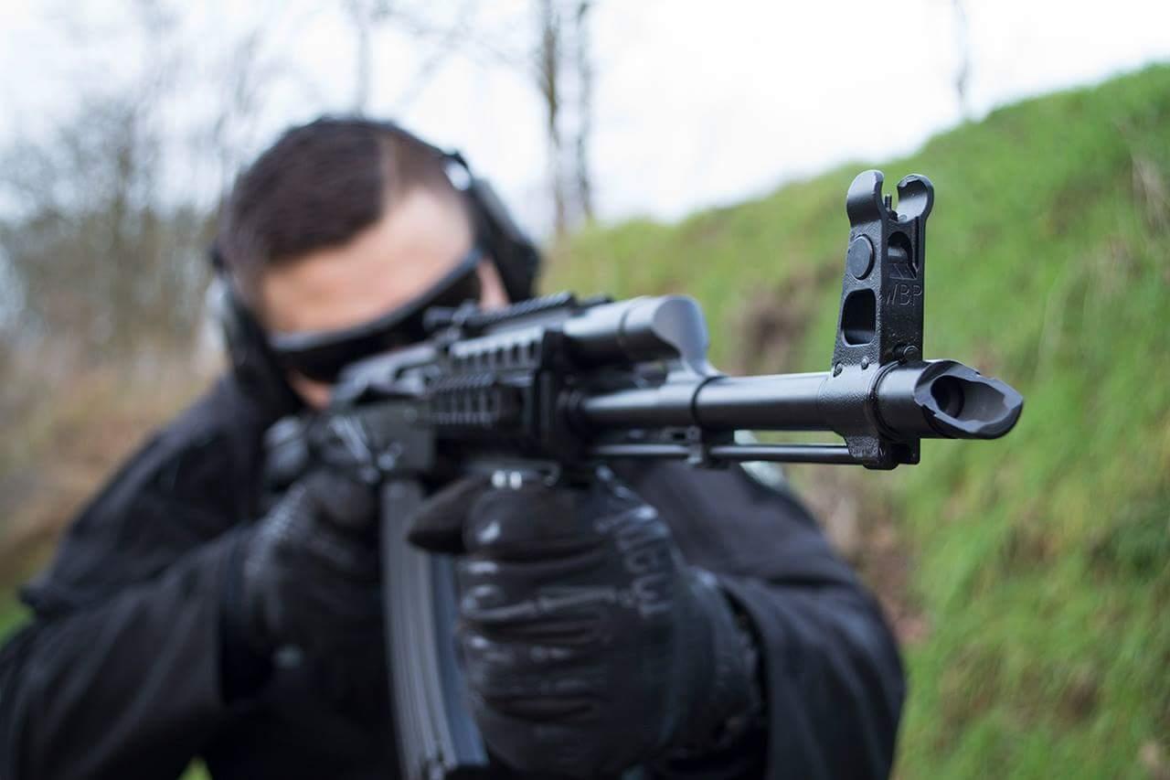 instruktor strzela z akm ak 47